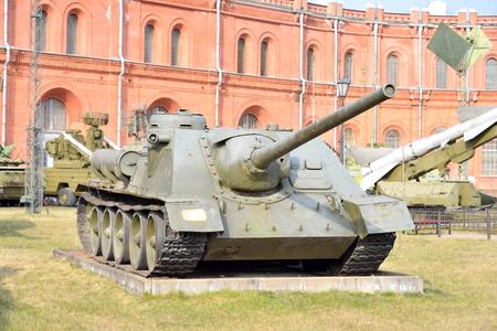 cross armed: 100 mm self-propelled gun SU-100 sample in 1944 in Military Artillery Museum in St.Petersburg, Russia.