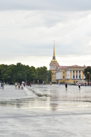jule: ST.PETERSBURG, RUSSIA - 3 JULE 2016: View of Palace Square and Admiralty in the Central district of St. Petersburg. Editorial