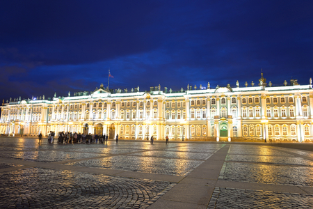 palacio ruso: View of Hermitage Museum at night, St.Petersburg. One of the largest and most significant art and historical museums in Russia and abroad. Editorial