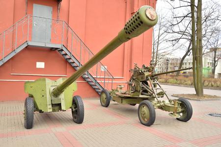 batallón: Soviet anti-tank gun of the Second World War in St.Petersburg, Russia.