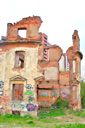 decrepitude: ST.PETERSBURG, RUSSSIA - 18 MAY, 2016: Old destroyed building in microdistrict Ribatskoe on the outskirts of St. Petersburg, Russia.