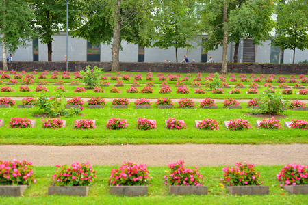 seconda guerra mondiale: LAPPEENRANTA, FINLAND - AUGUST 18, 2017: Old military cemetery in Lappeenranta. Buried here Finnish soldiers who died in Second World War. Editoriali