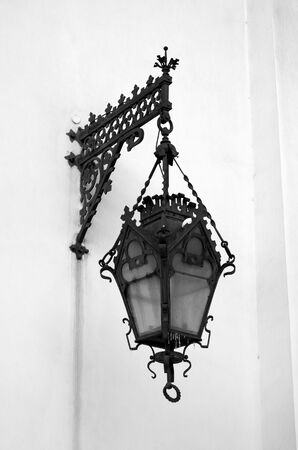 Street lamp in the old style in St.Petersburg, Russia. Black and white. Standard-Bild - 140166507