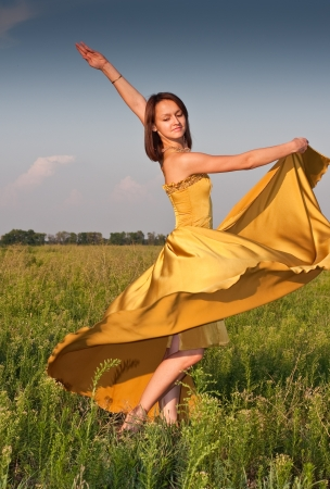 Stock Photo  Girl dressed in yellow dress at the field Stock Photo - 13710939