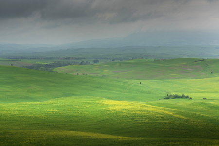 Panoramic view of a spring day in the Italian rural landscape. Stockfoto - 120733002