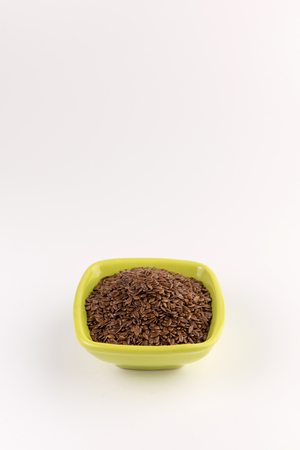 flax seeds in bowl on table background Zdjęcie Seryjne