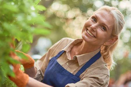 Middle aged caucasian business woman in garden 免版税图像