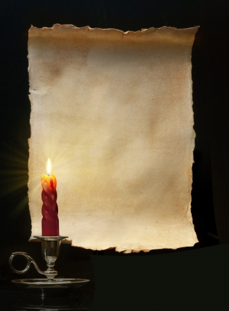 luz de vela: Rollo vintage encendió una vela