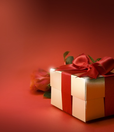 flower boxes: gift box and red rose