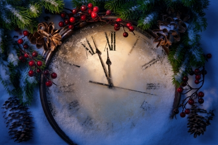 Rel�gio de Natal e ramos de abeto coberto de neve