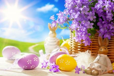 easter bunny: Osterhase und Ostereier Lizenzfreie Bilder