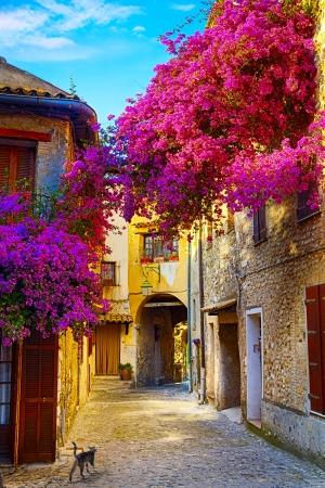 пейзаж: искусство красивый старый город Прованса Фото со стока