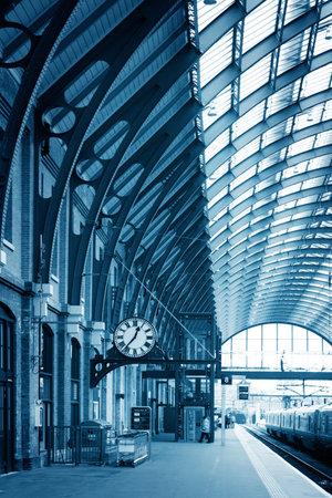 estacion de tren: Estación del Edificio moderno London King Cross