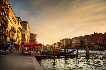 utazási: Grand Canal naplemente után, Velence - Olaszország Stock fotó