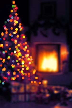 background: Art Scène de Noël avec des cadeaux d'arbres et le feu en arrière-plan