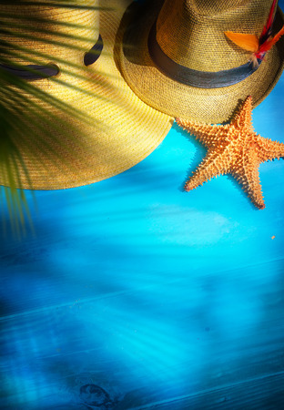 art beach accessories on wooden board Standard-Bild