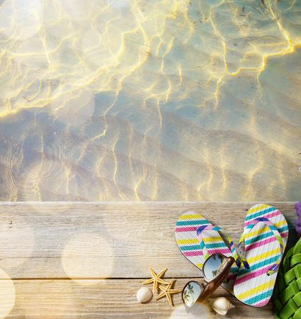 gafas de sol: ar la playa del verano; accesorios de playa Foto de archivo