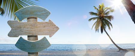 ビーチでアート木製サイン