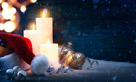 christmas hats: Christmas tree light; festive background with Christmas balls and Santa hats