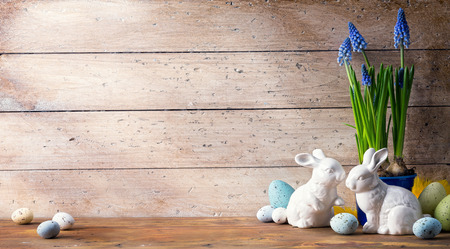 art Happy Easter Day; family Easter bunny and Easter eggs Stockfoto