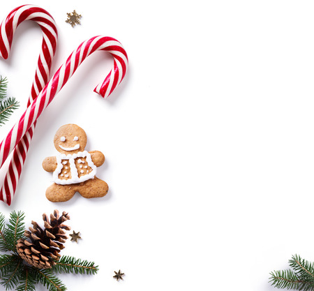 Christmas holiday Decoration element; Christmas  border with fir tree branches and Christmas ornament on white background. Flat lay, top view Stockfoto