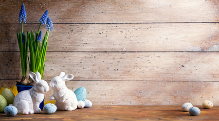 art Happy Easter Day; family Easter bunny and Easter eggs Фото со стока - 71642298