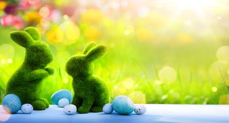 Arte Felice giorno di Pasqua; coniglio famiglia di Pasqua e le uova di Pasqua Archivio Fotografico - 73490866