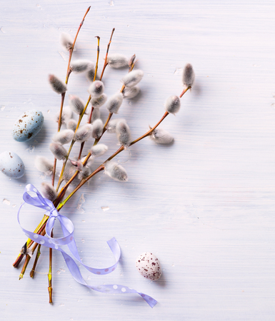 Easter background with Easter eggs and spring flowers. Top view with copy space 版權商用圖片