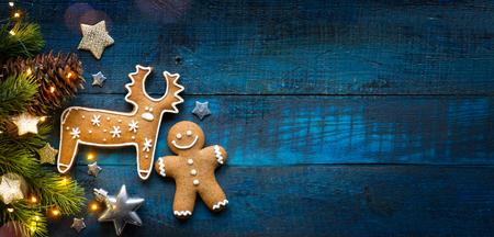 クリスマスホリデーオーナメントフラットレイクリスマスカードの背景   写真素材