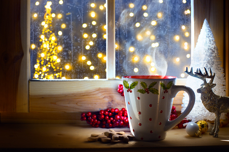 Christmas hot drink and holidays ornament; Christmas card background   Banque d'images