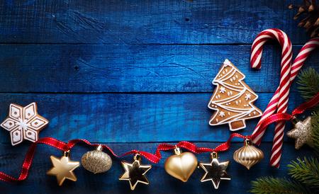 クリスマスの休日の装飾フラットレイ;クリスマスカードの背景   写真素材