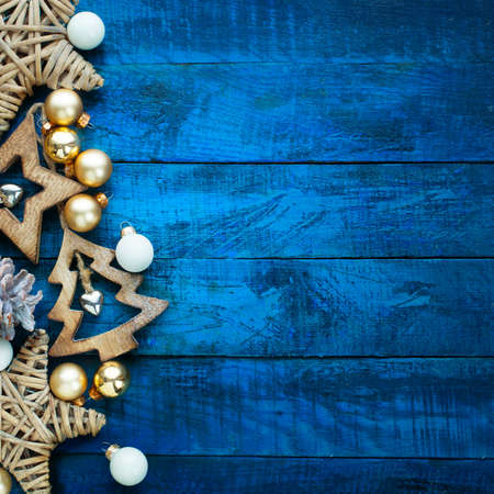Christmas decoration on a wooden board Standard-Bild