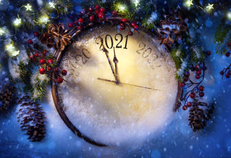Happy New Year 2021 winter holiday greeting card design. Party poster, banner or invitation background with snow clocks and Christmas tree Stockfoto