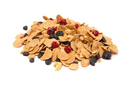 frutos secos: Mezcla de cereales y frutos secos aislados en blanco