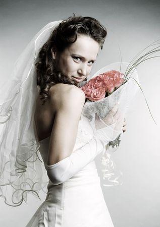 smiley mari�e avec bouquet de fleurs sur fond gris Banque d'images - 3663963
