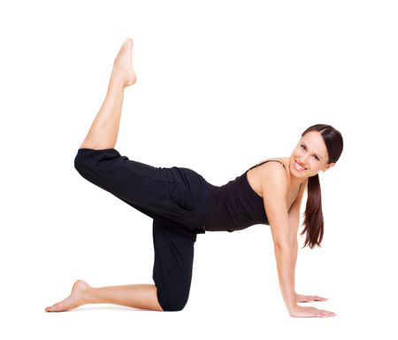 cellulite: viva mujer haciendo ejercicios para piernas y gl�teos. aislados en blanco