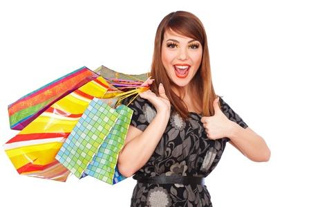 smiley pouce: heureuse jeune femme tenant des sacs � provisions et montrant thumbs up