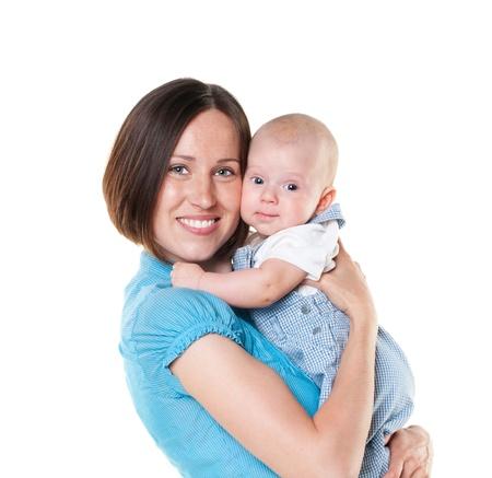 bella mamma e suo figlio isolato su sfondo bianco