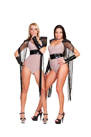 gogo girl: zwei schöne und sexy Tänzer isoliert auf weißem Hintergrund