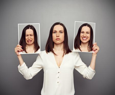 hipocresía: joven ocultar sus emociones