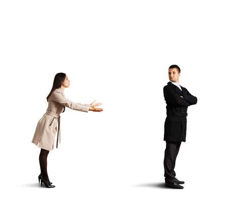 arrepentimiento: Mujer hermosa joven pidiendo perdón. aislado en fondo blanco