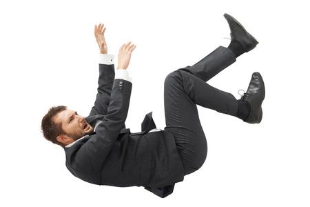 benadrukte schreeuwen zakenman in zwart pak vallen over witte achtergrond Stockfoto