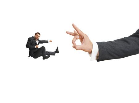 jefe enojado: Foto del concepto de conflicto entre subordinado y jefe. empresario gritando enojado patadas y volando a gran movimiento de su jefe. aislado en fondo blanco