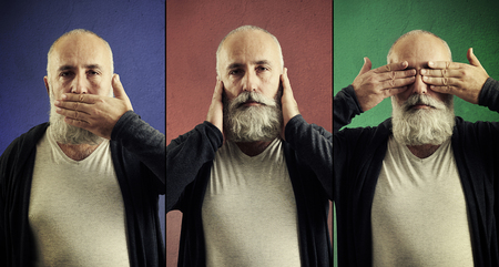 oir: concepto de tres monos sabios. vea ning�n mal, no escuchar el mal, no hablar mal Foto de archivo