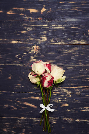 material flower: Top view of small bouquet of spray roses. Flat lay shot. Bunch of roses isolated on grunge background Stock Photo