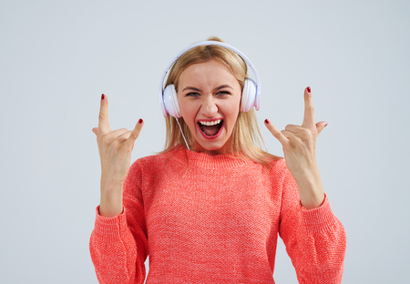 young blond listening rock music in headphones Zdjęcie Seryjne