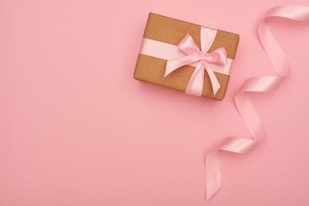 Little wrapped handmade present box placing at right corner Zdjęcie Seryjne - 104738106