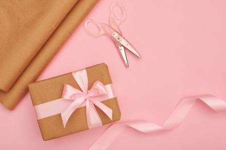 Decoration craft set for wrapping present box Zdjęcie Seryjne - 104738109