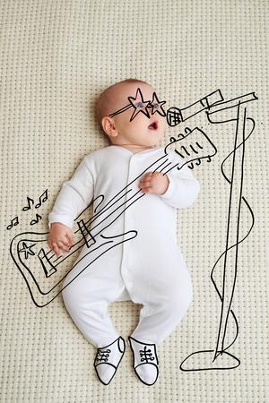 Little baby girl sketched as rock star Zdjęcie Seryjne