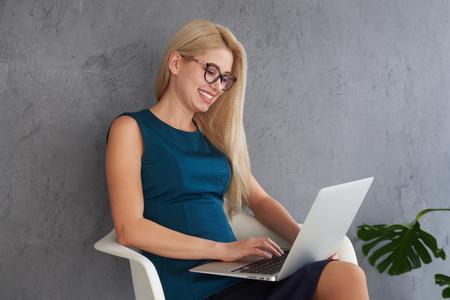 Happy businesswoman working on laptop Zdjęcie Seryjne - 116505469